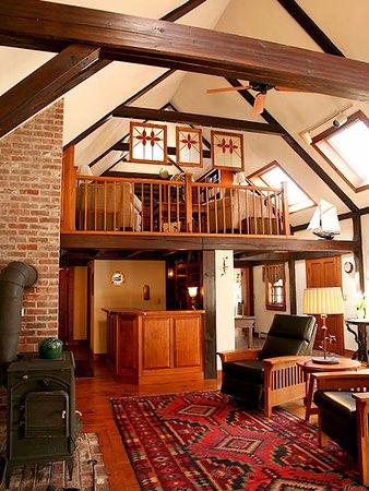 Morning Glory Inn: Big Main Room.