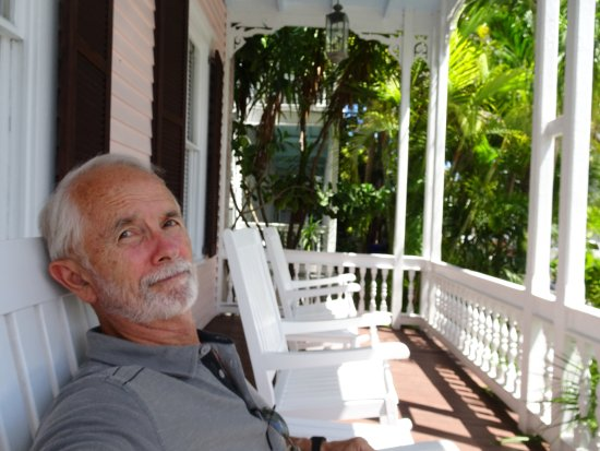 Key West Bed and Breakfast: Front porch with rocking chairs.