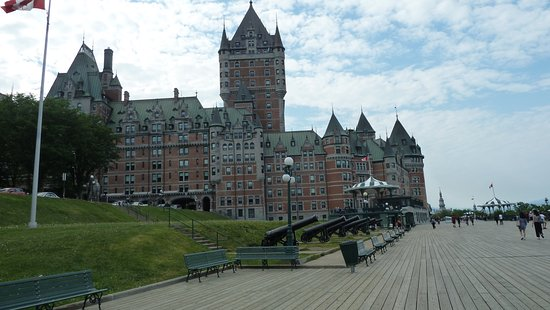 Terrasse Dufferin: Cannons and Chateau Frontenac
