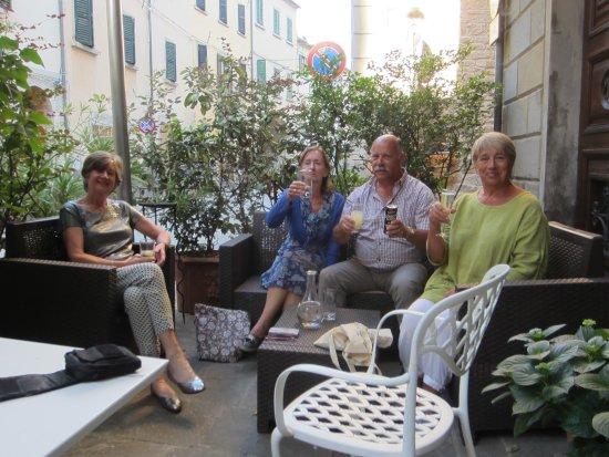 Al Vecchio Convento : The gang relaxing pre-dinner.
