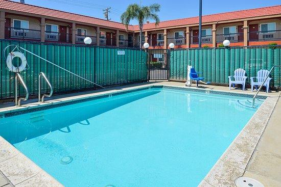 Rialto, CA: Pool