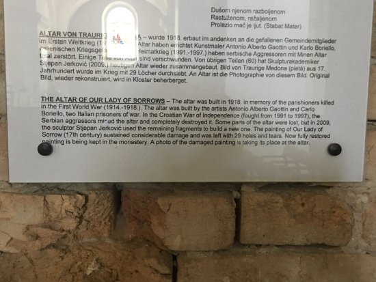 Vukovar, โครเอเชีย: Information sign Our Lady of Sorrows