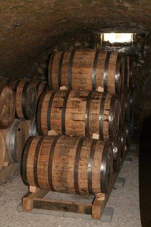 Saint-Jean-en-Royans, Francia: La cave où les fûts sont entreposés pour laisser le whisky vieillir