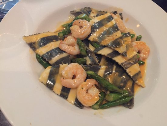 Epping, Нью-Гэмпшир: My Lobster Raviolis with Asparagus & Shrimp with a nice sauce