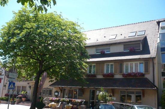 Neuenburg am Rhein, Germany: la façade côté entrée