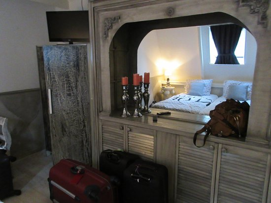 Pension Onassis: double room interior