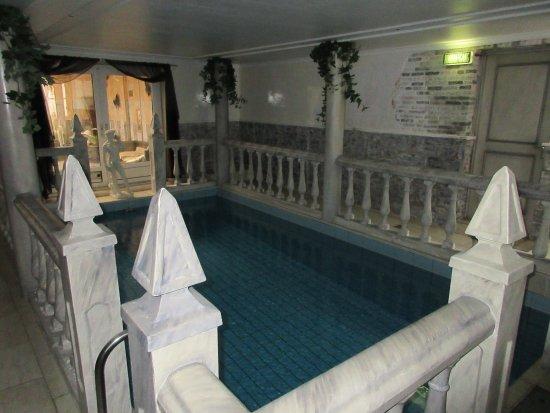 Pension Onassis: swimming pool - 1