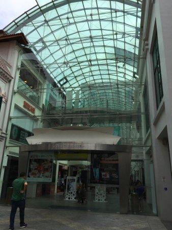 Bugis, Singapore: 以玻璃為主題,夏天你會感受到當地既'熱情'