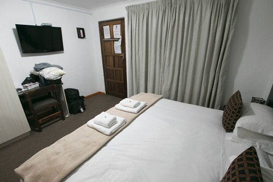 Ermelo, Zuid-Afrika: Double bed and tv