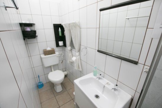 Ermelo, Zuid-Afrika: Bathroom with shower only