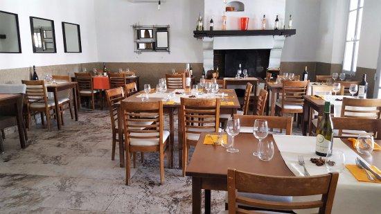 Roquefort les Pins, France: salle
