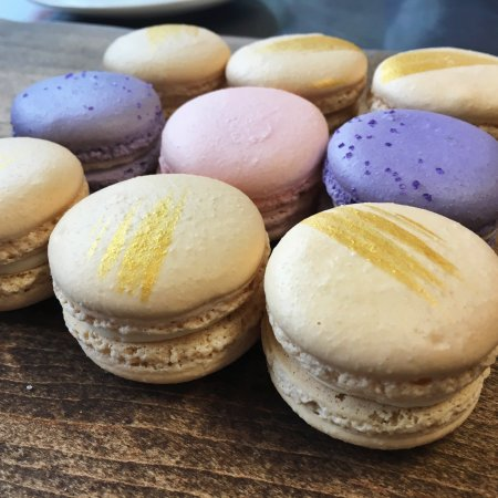 Cleveland Heights, OH: Famous Luna French Macaron