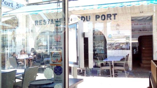 Restaurant du port : vue de la salle