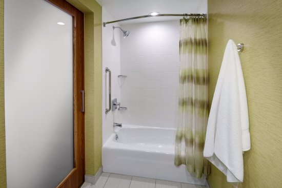 Latrobe, PA: Guest Bathroom - Bathtub
