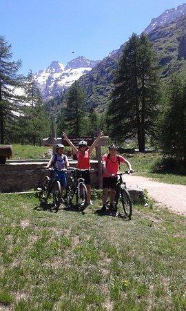 Valsavarenche, Italia: Dopo 15 km abbiamo raggiunto il Rifugio
