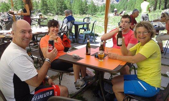 Valsavarenche, Italia: Un ottima birra dissetante prima del pranzo
