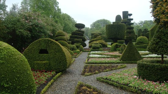 Kendal, UK: Some of the Topiary