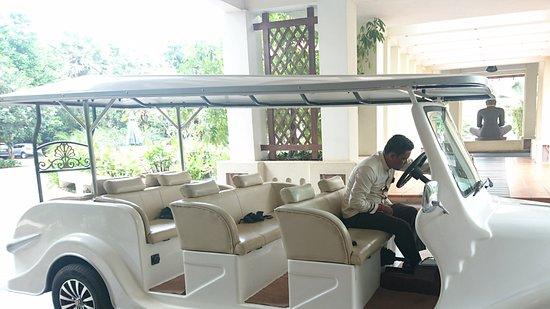 Royal Angkor Resort & Spa : Hotel Tuk Tuk Service