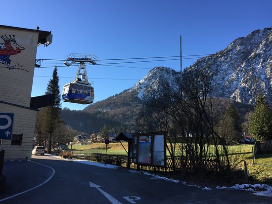 Østerrikske alper, Østerrike: Cable car leaving the bottom station