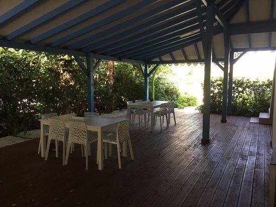 Capesterre, กวาเดอลูป: Photos objectives de cet établissement que je vous déconseille malgré la superbe plage