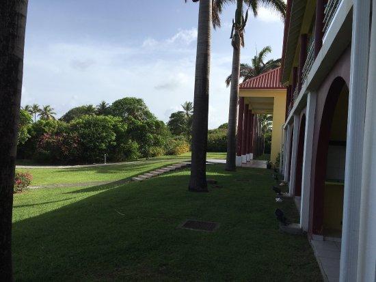 Capesterre, Guadeloupe: Photos objectives de cet établissement que je vous déconseille malgré la superbe plage