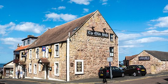 The Olde Ship Inn: From the outside overlooking the sea