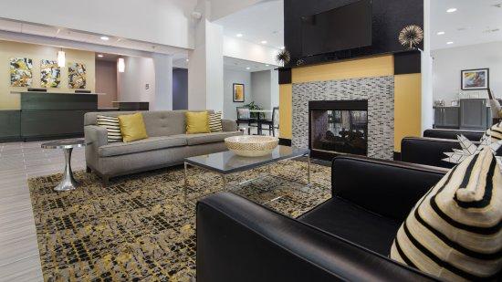 Pool - Picture of Best Western Plus Regency Park Hotel, Walker - Tripadvisor