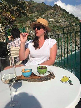 Vernazza Winexperience: Rach drinking wine