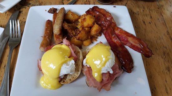 Southfield, MA: eggs benny