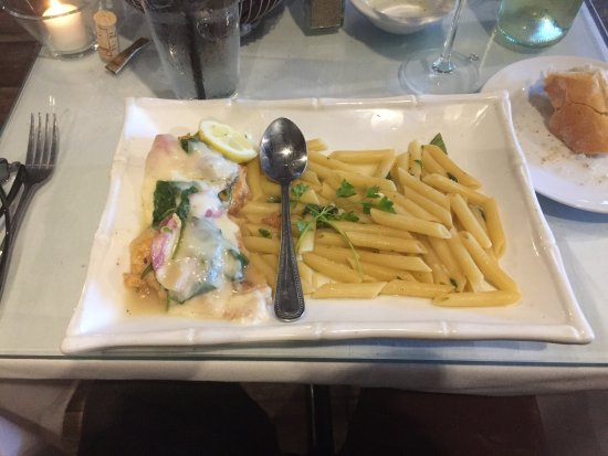 Bordentown, نيو جيرسي: Chicken Saltimbocca entree with spoon for size scale