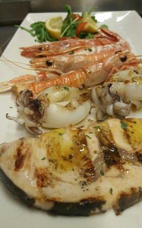 Massarosa, Italy: griglilata di pesce