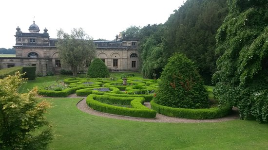 Helmsley, UK: Part of the formal gardens