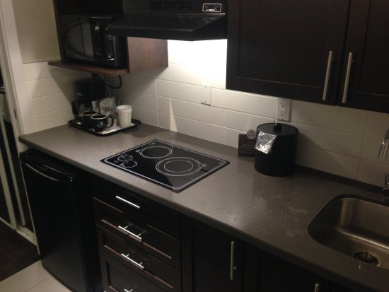 Prince George, Canada: Family suite 250 full kitchen