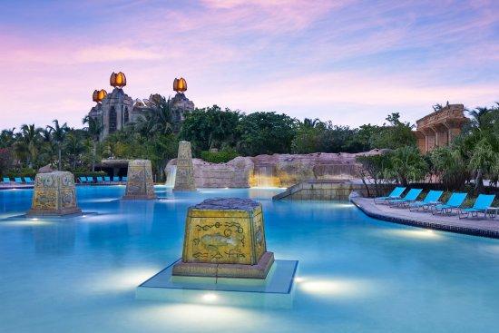 แอทแลนติส-รอยัล ทาวเวอส์: The Baths Colonnade Pool