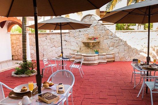 LM by Inmense: Magnificos desayunos al interior de nuestra cálida propiedad.