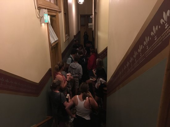Silver Queen Hotel: Ghost hunters in the hallway of the haunted hotel