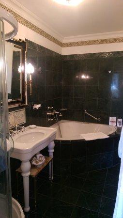 Hotel Belle Epoque: IMAG0256_large.jpg