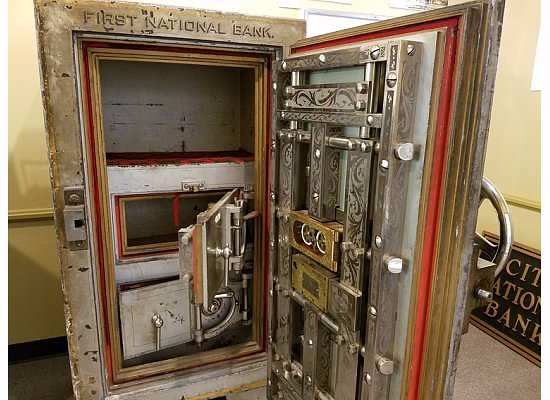 Okoboji, IA: Old First National Bank vault