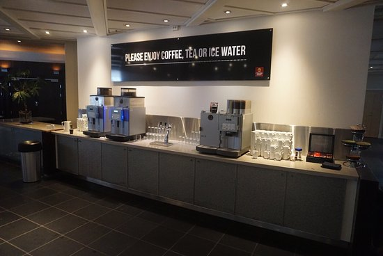 Gardermoen, Norway: Free coffee, tee and cold water in the lobby area