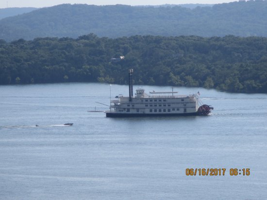 Chateau on the Lake Resort & Spa: Branson Belle Showboat taken from our 8th floor room