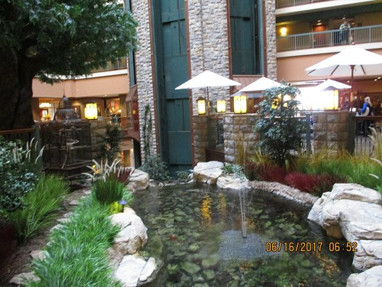 Chateau on the Lake Resort & Spa: beautiful fish pond & landscaping in the lobby area .