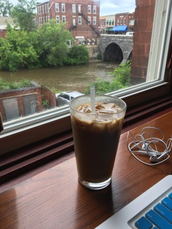 Middlebury, VT: Iced Maple Latte looking out over the river