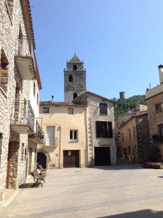 Sant Llorenc de la Muga, Spanien: Ein toller Spaziergang durch dieses mittelalterliche Städtchen! Tolle restaurierte Häuser, Ruhe
