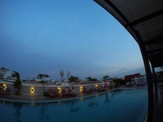 Rambuttri Village Inn & Plaza: pileta