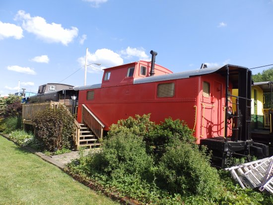 Caboose Motel : Typical caboose units