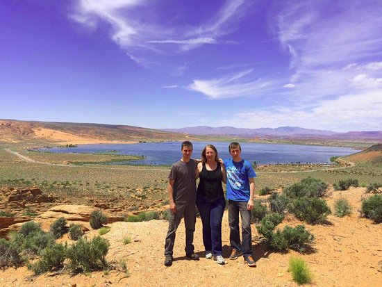 Hurricane, UT: Beautiful view over the reservoir with Southern Utah ATV