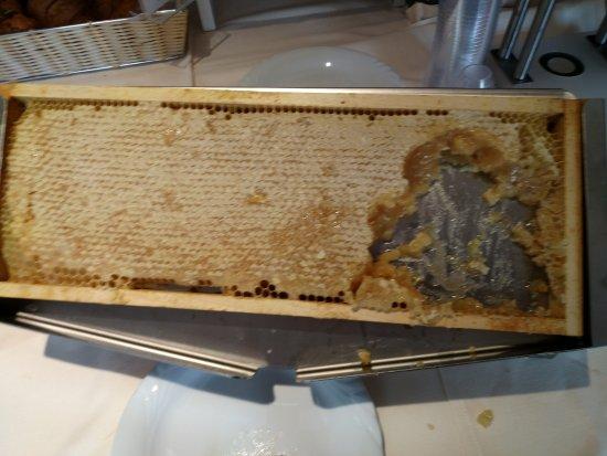 Ronchi dei Legionari, İtalya: miel en el desayuno