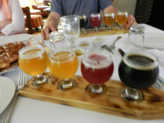 Brewster House Bed & Breakfast: Beer tasting right at the inn - WOW