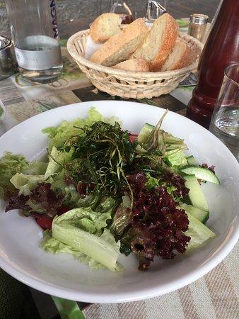 Fehmarn, Germany: Essen ok. Teilweise lecker. Rocola Salat ?! Gleich Eisberg Salat..