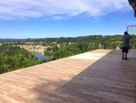Juillac, França: Terrace almost ready!
